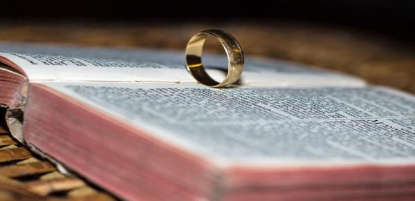 ring-870288_1280-825x400